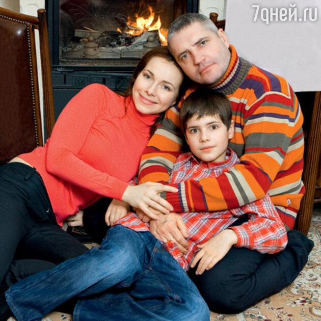 Екатерина гусева, чья успешная биография сложилась благодаря поддержке мужа, на семейных фото с детьми всегда выглядит счастливой и умиротворенной.